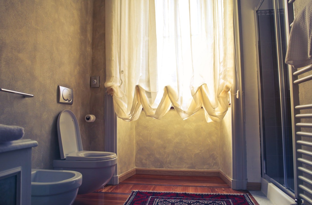 8 dicas de organização em banheiros de apartamentos compactos